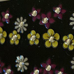 Profi NailArt Sticker - Farbige Blumen mit Steinchen.